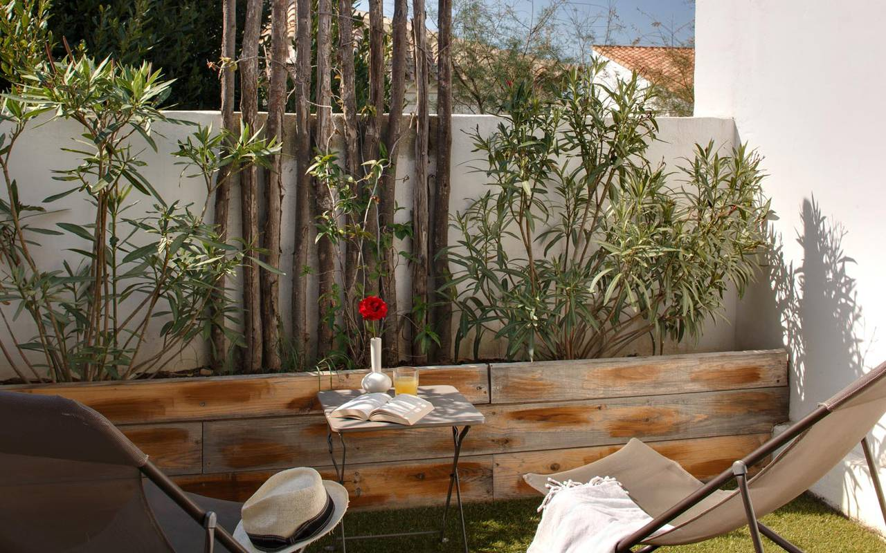 Outdoor terrace hotel in camargue