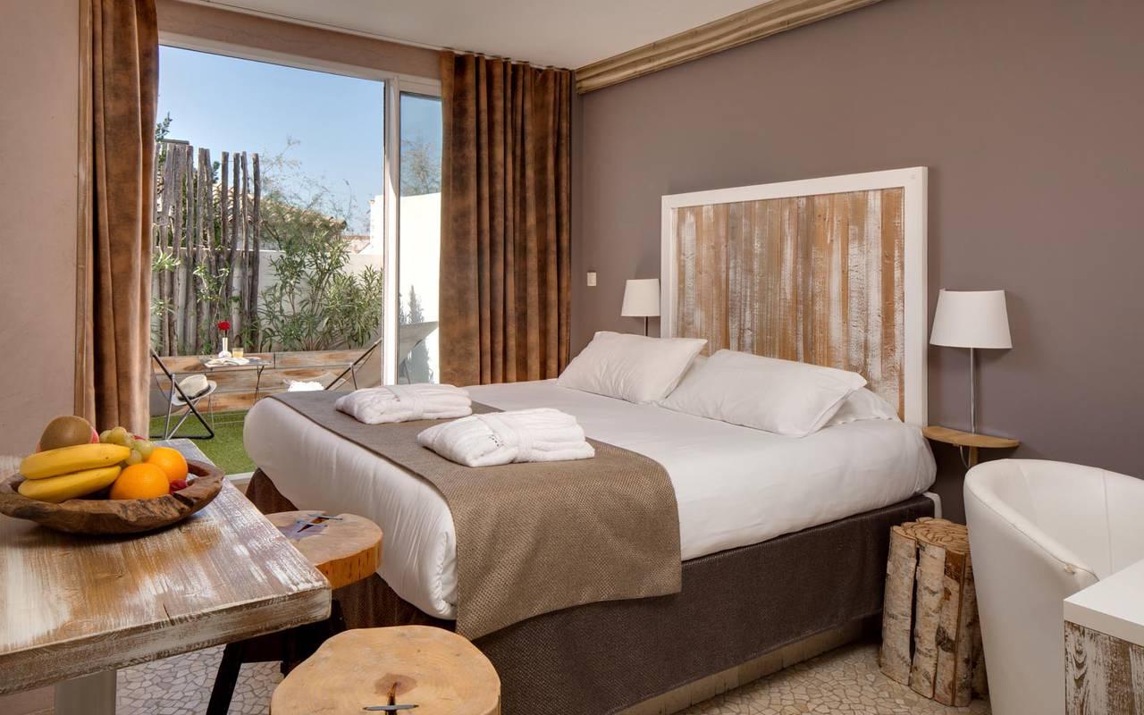 Chambre vue sur le jardin hôtel spa camargue
