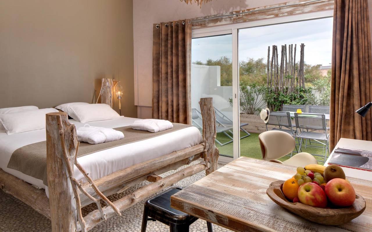 Chambre double rustique hôtel spa camargue