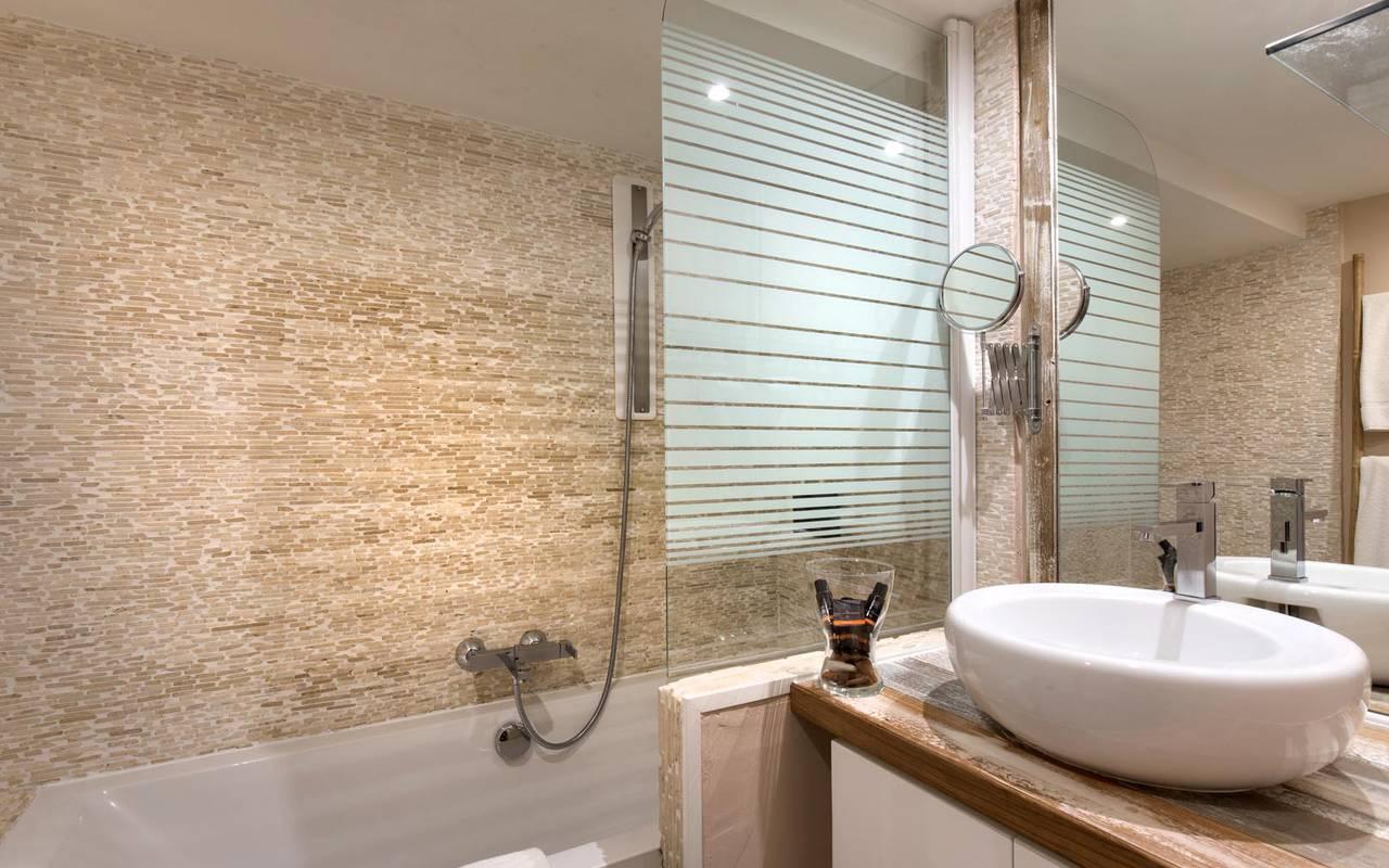 Salle de bain de luxe hôtel chic spa saintes maries de la mer