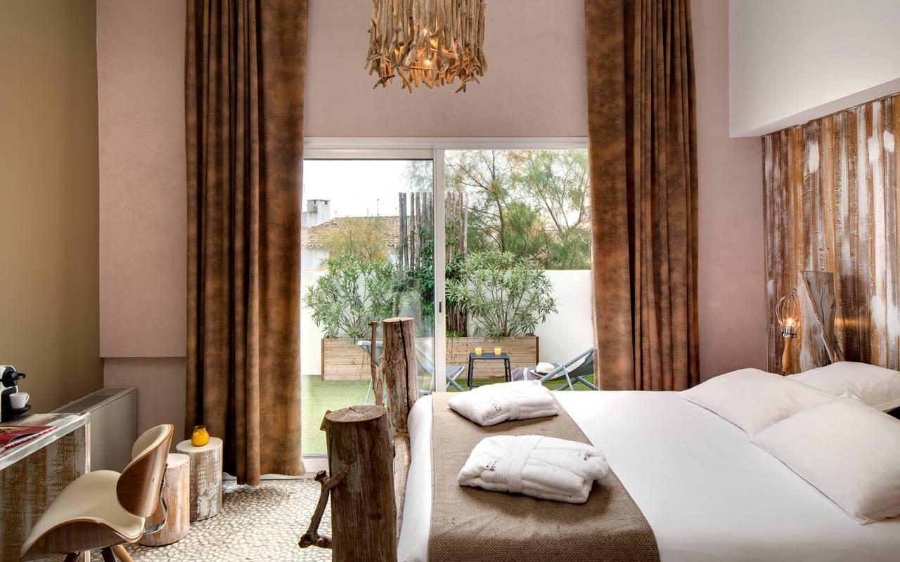 Chambre double luxueuse hôtel saintes maries de la mer