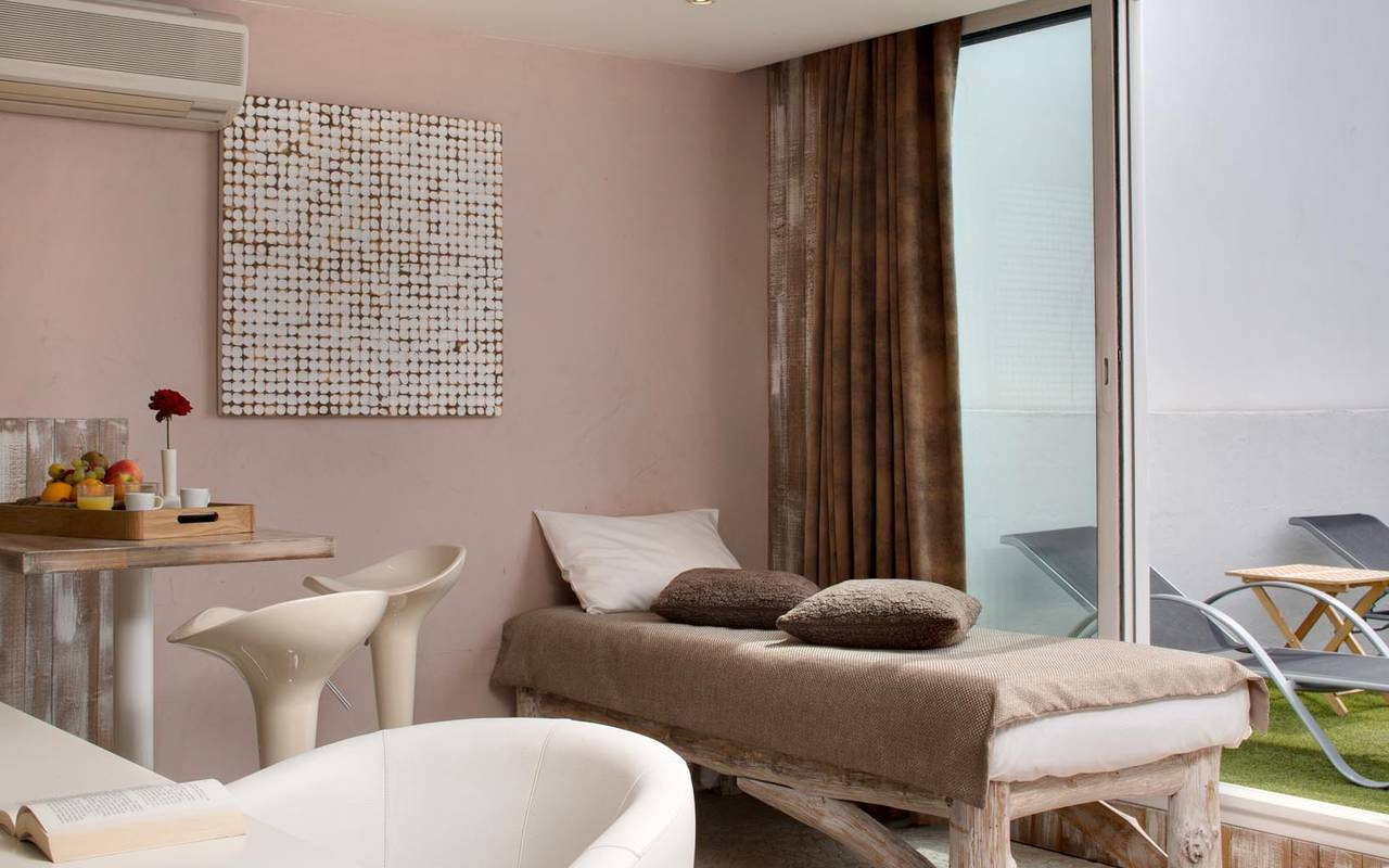 Salle de massage chic hôtel spa camargue