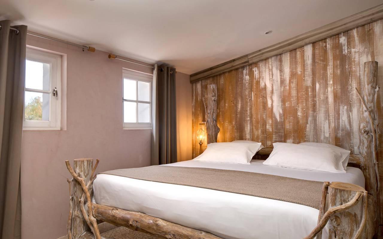 Grand lit hôtel 4 étoiles camargue