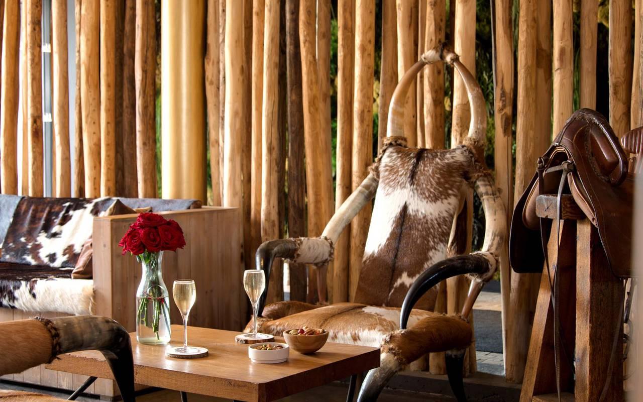 Chaises vache du restaurant hôtel spa camargue