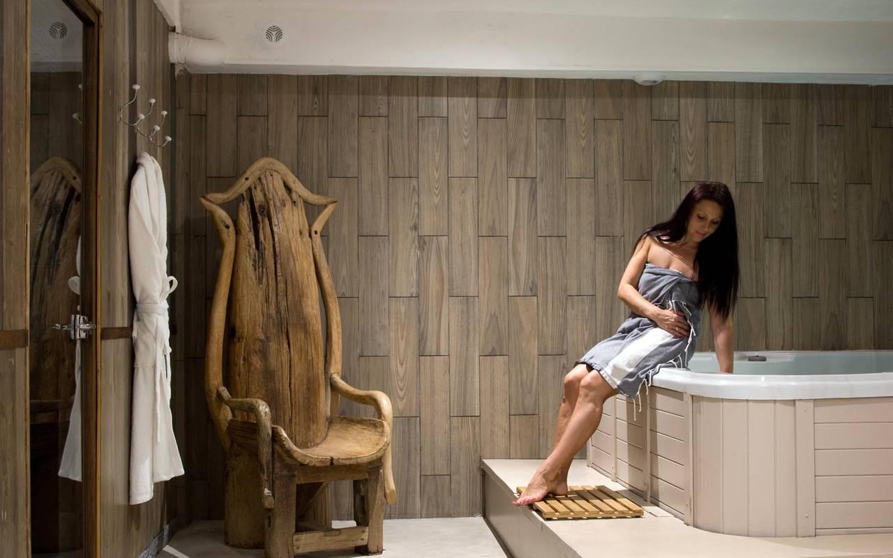 Jacuzzi luxueux hôtel spa saintes maries de la mer