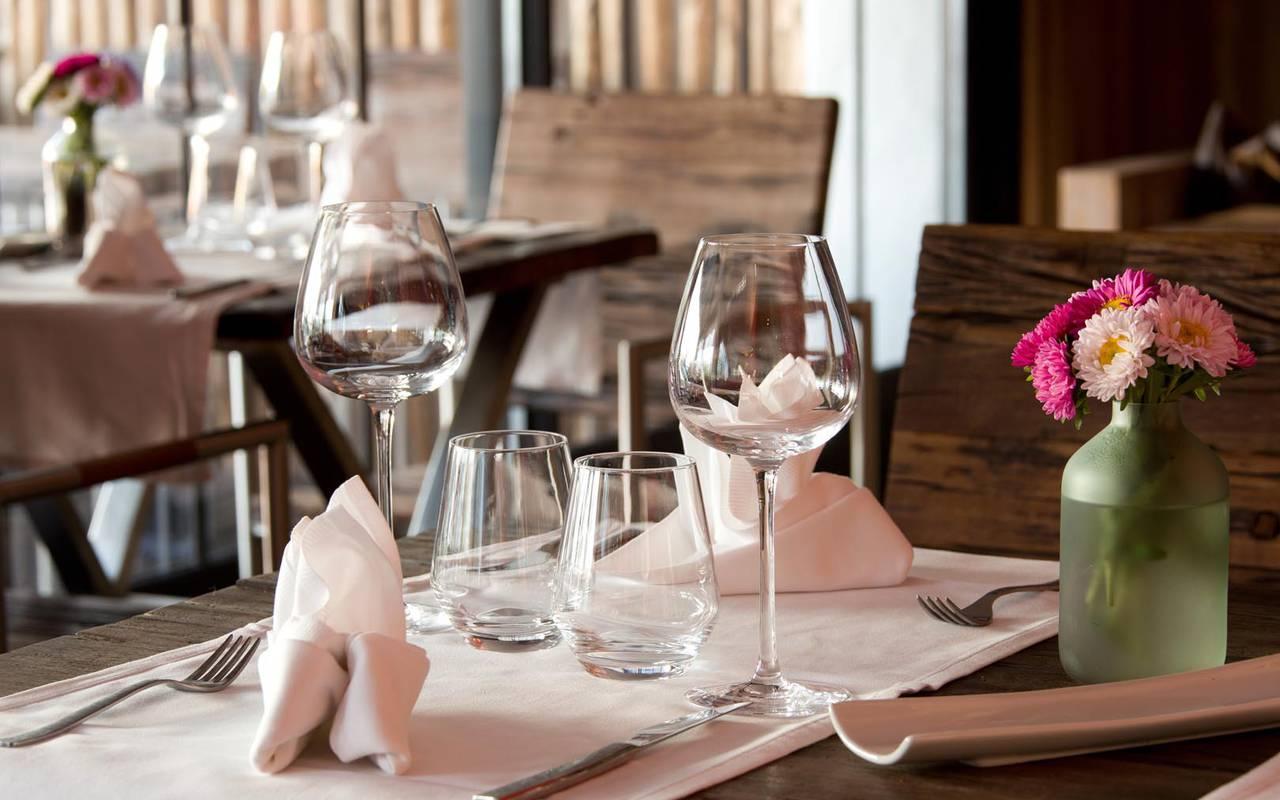 Table de dîner romantique hôtel spa saintes maries de la mer